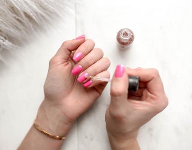 Comment poser le vernis semi-permanent ? Tutoriel by Urban Nails